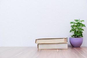 Bücher auf dem Schreibtisch foto