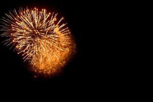 Feuerwerk am schwarzen Himmel foto