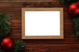 Frohe Weihnachten Fotorahmen Modell Vorlage mit Kiefernblättern Dekorationen