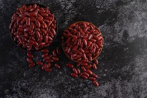 rote Bohnen in einer Holzschale