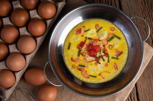 Eier mit Chili, Frühlingszwiebeln und Tomaten
