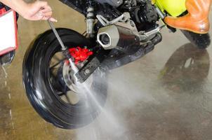 ein Motorrad waschen foto