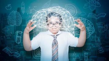 digitales Lernkonzept des Jungen