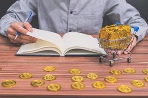 Geschäftsmann mit Münzen