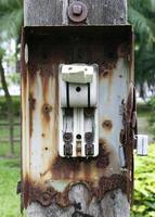 kaputter Vintage Retro großer elektrischer Leistungsschalter foto