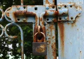 Der alte Hauptschlüssel ist das Schloss an der Stahltür foto