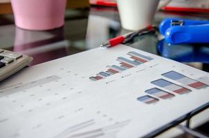 Geschäftsdokumente auf einem Schreibtisch