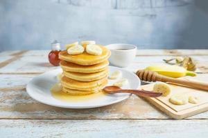 Pfannkuchen auf dem Tisch foto