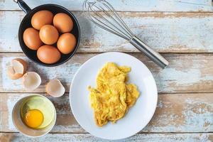 gekochtes Omelett auf Teller