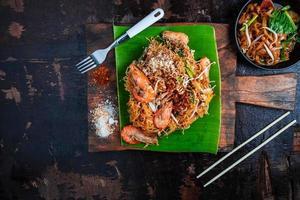 Draufsicht auf thailändisches Essen foto