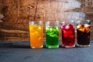 verschiedene alkoholfreie Getränke