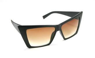 Sonnenbrille mit scharfen Kanten