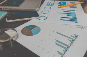 Geschäftsgraph auf einem Schreibtisch