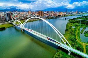New Taipei City, Taiwan, 11. Juli 2018 - Luftaufnahme einer Brücke