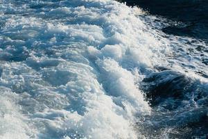 Wellen im offenen Meer foto