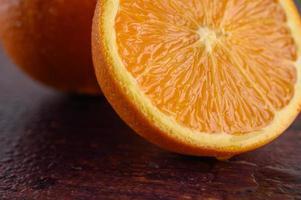 Makrobild von reifem Orange mit geringer Schärfentiefe