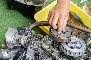 Reparatur von Motorradmotoren foto