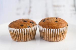 Bananen-Cupcakes gemischt mit Schokoladenstückchen foto