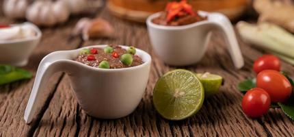 nam phrik kapi mit chili und zitrone