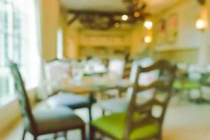 verschwommene Stühle und Tisch im Restaurant foto