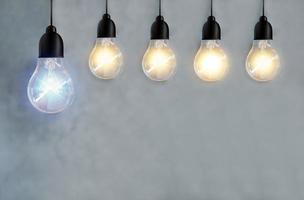 fünf Glühbirnen