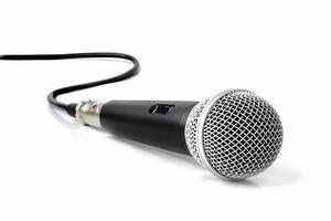 schwarzes Mikrofon auf weißem Hintergrund foto