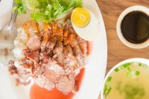 rotes Schweinefleisch und Reis