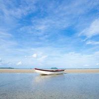 kleines Boot am Strand