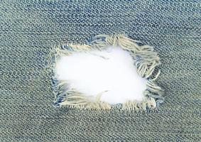 getragenes Jeansloch
