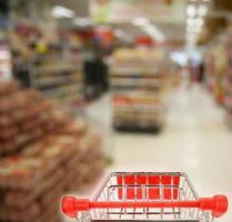 Einkaufen im Supermarkt foto