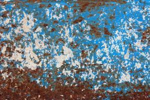 schmuddeliger blauer und roter Metallhintergrund foto