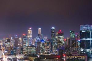 Gebäude von Singapur in der Nacht