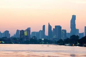 Gebäude und Wolkenkratzer in Bangkok