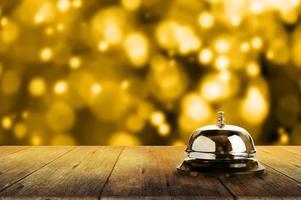 Service Glocke und Gold Bokeh foto