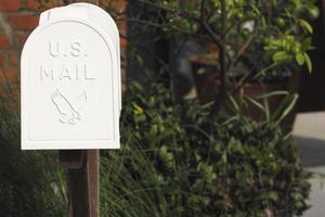 alter weißer Briefkasten