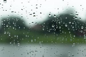 Wassertropfen auf einem Fenster für Textur oder Hintergrund