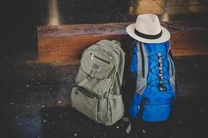 Bild des Rucksacks im Bahnhof foto