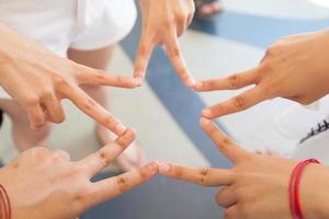 Hände bilden einen Stern