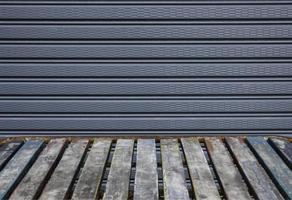 Holztisch und grauer Hintergrund foto