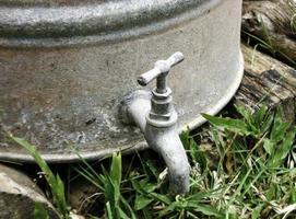alter Wasserhahn foto