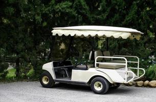 weißer Golfwagen foto