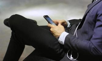 Geschäftsmann mit Handy