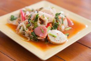 thailändischer gemischter würziger Salat foto