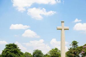 Kreuz auf dem Friedhof in Bangkok