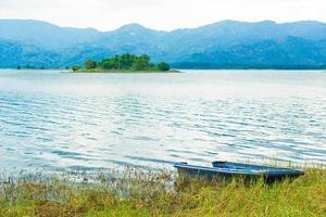 Boot am Ufer des Sees