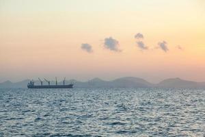 großes Frachtschiff auf dem Sealarge-Frachtschiff foto