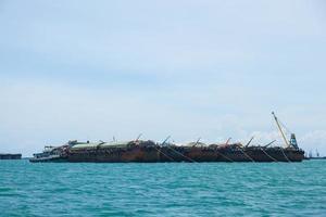 großes frachtschiff in thailand foto