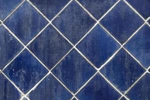 schmutzige blaue quadratische Fliesen