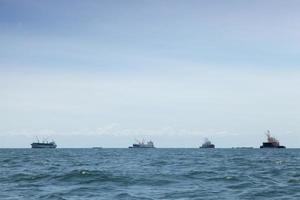 große frachtschiffe in thailand foto