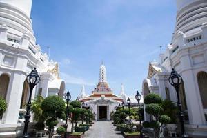 weißer tempel in thailand